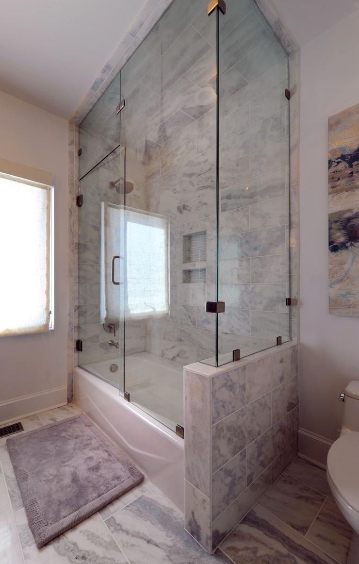 Olamar Interiors, LLC Baños de estilo moderno Azulejos Blanco