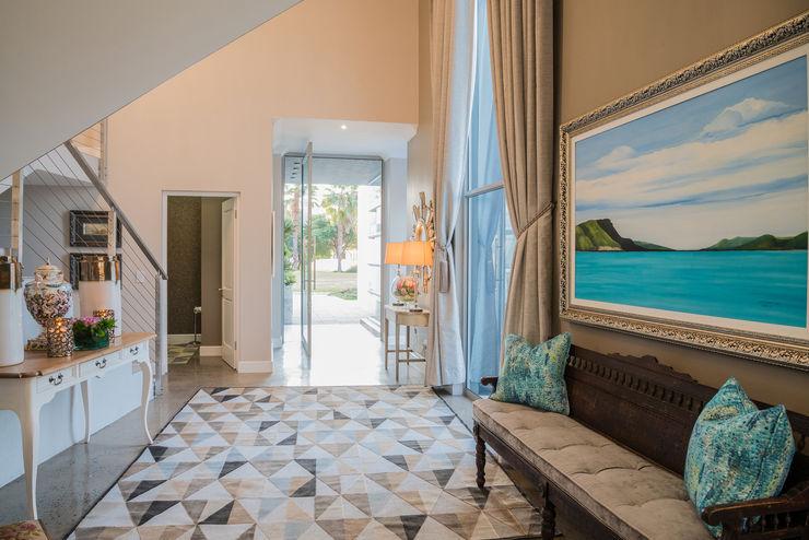 Carne Interiors Pasillos, vestíbulos y escaleras de estilo clásico