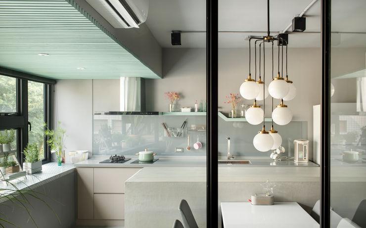 磨設計 Cocinas de estilo minimalista