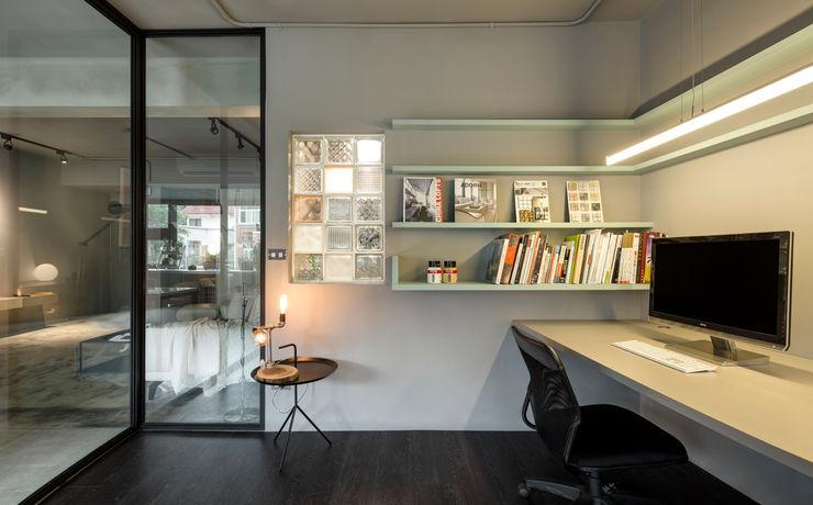 磨設計 Minimalistische Arbeitszimmer