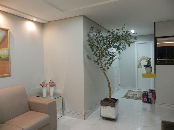 Maiara Viana Ateliê de Arquitetura Modern corridor, hallway & stairs