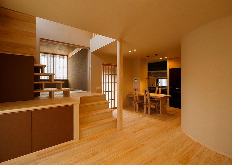 無垢材を使った『和』のリフォーム 傳寶慶子建築研究所 オリジナルデザインの リビング