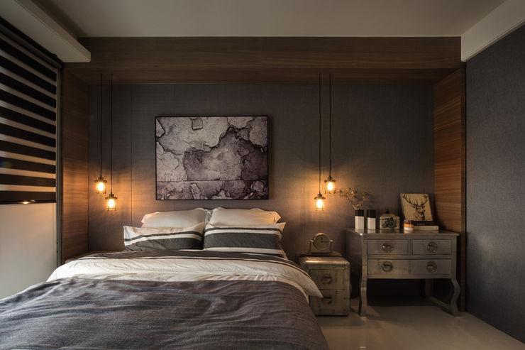 KD Panels Rustic style bedroom Wood Wood effect