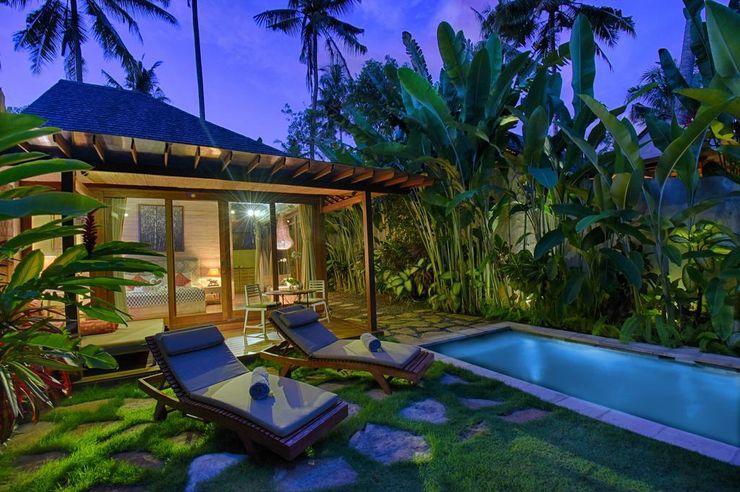 WaB - Wimba anenggata architects Bali Hotel in stile eclettico Legno Variopinto