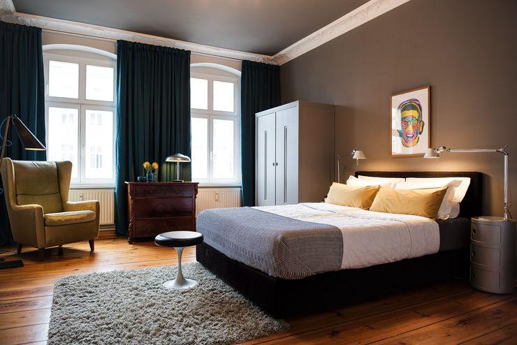 THE INNER HOUSE モダンスタイルの寝室 灰色