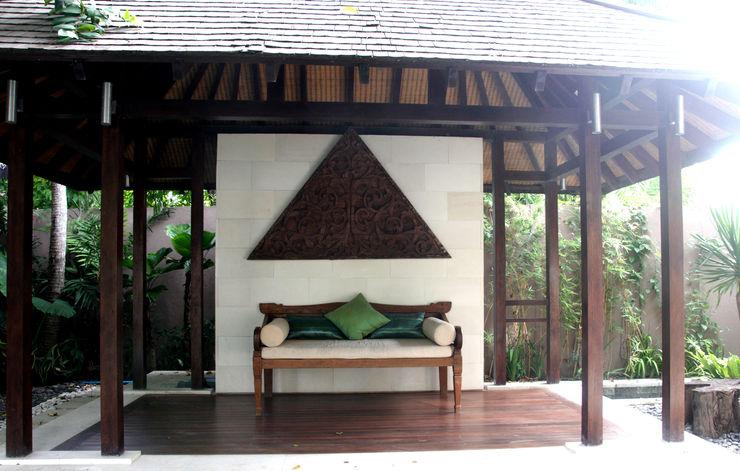 Veranda daybed Credenza Interior Design Balconies, verandas & terraces Furniture Kayu