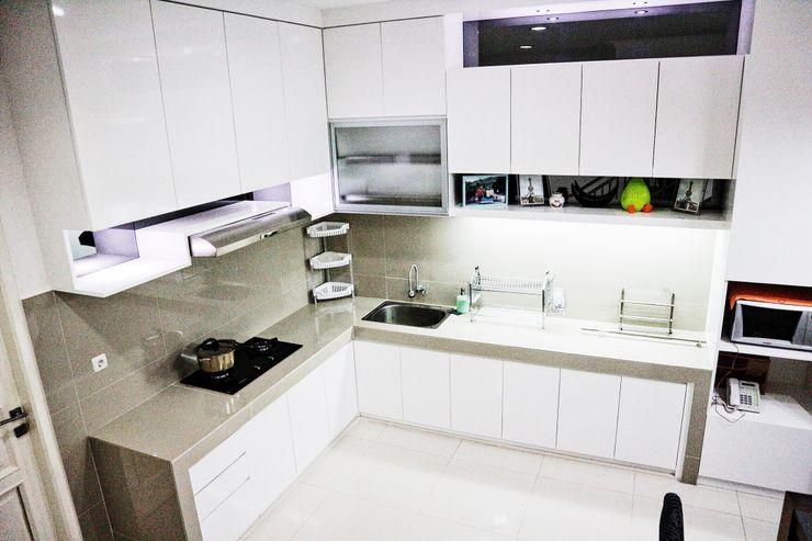 White Luxury Kitchen The GoodWood Interior Design Dapur Minimalis