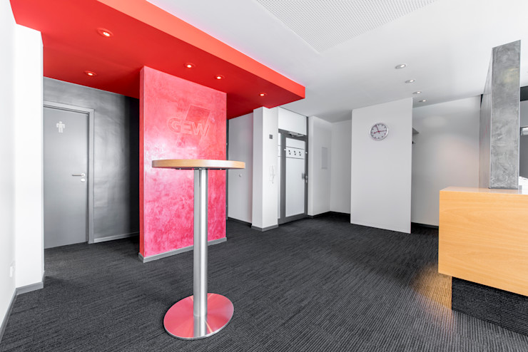 Ansicht Empfangsbereich des Seminarbereichs 3. OG Ohlde Interior Design Moderne Bürogebäude Stein Weiß