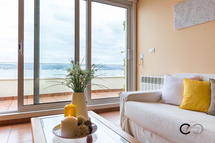 CCVO Design and Staging Salas de estar modernas Amarelo