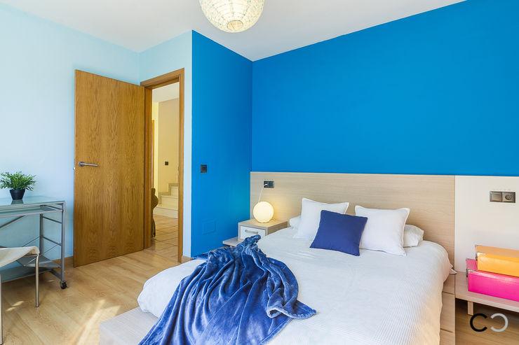 CCVO Design and Staging Moderne Schlafzimmer Blau
