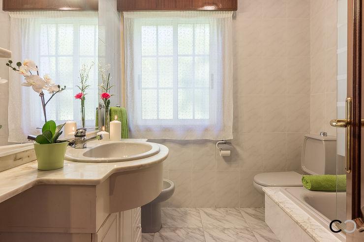 CCVO Design and Staging Modern bathroom Beige