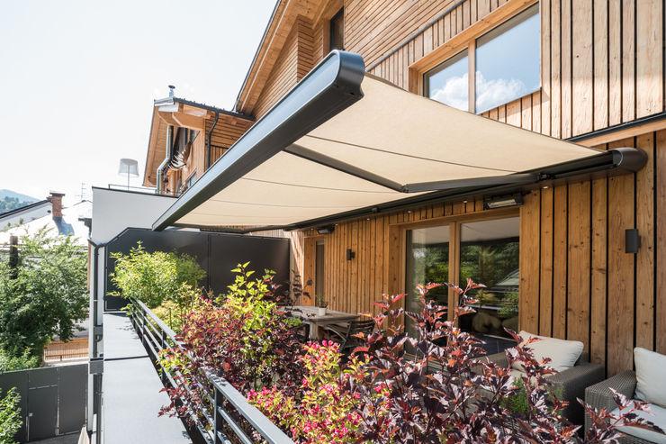 Terrassenmarkise markilux MX-1 an Holzfassade homify Moderne Häuser