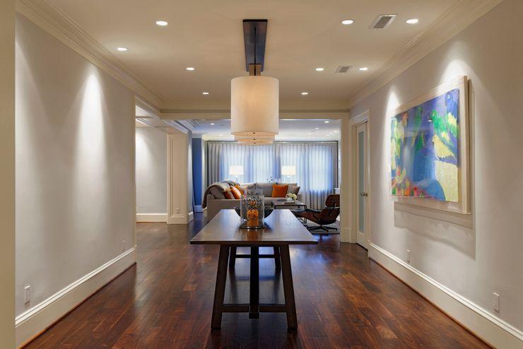 Luxury Kalorama Condo Renovation in Washington DC BOWA - Design Build Experts 經典風格的走廊,走廊和樓梯