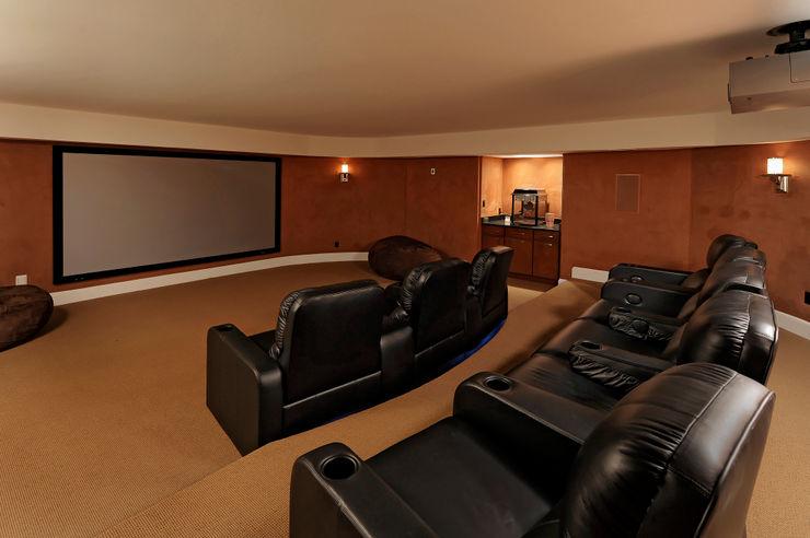 BOWA - Design Build Experts Salas multimedia de estilo clásico