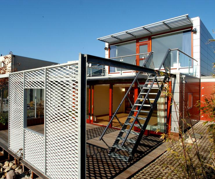Archipelontwerpers Moderner Balkon, Veranda & Terrasse Eisen/Stahl