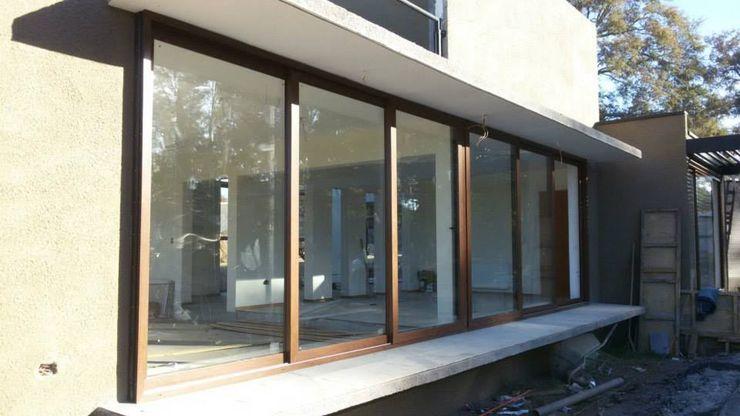 telviche Puertas y ventanas de estilo clásico