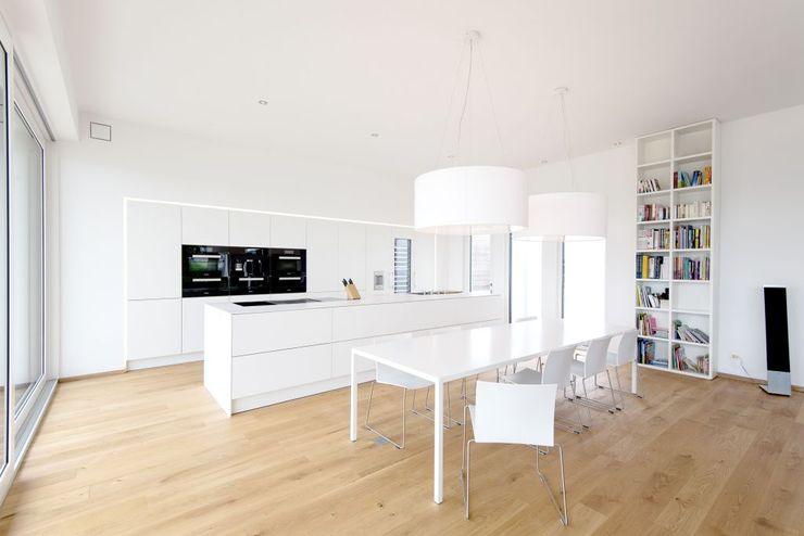 Exclusiver Bungalow mit hochwertiger Ausstattung in Lichtenfels wir leben haus - Bauunternehmen in Bayern Moderne Küchen Weiß