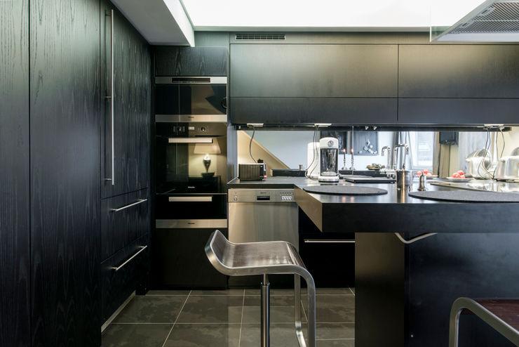 Penthaus Wohnung - Küche Ohlde Interior Design Einbauküche Holz Schwarz