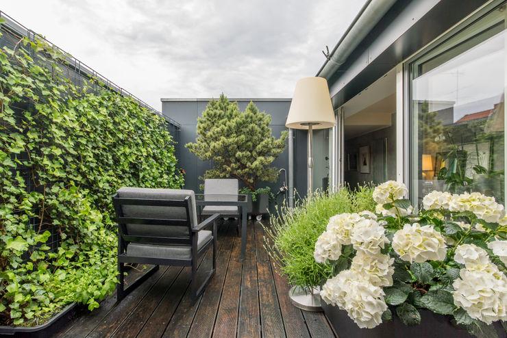 Penthauswohnung Ohlde Interior Design Klassischer Balkon, Veranda & Terrasse Holz-Kunststoff-Verbund Grün