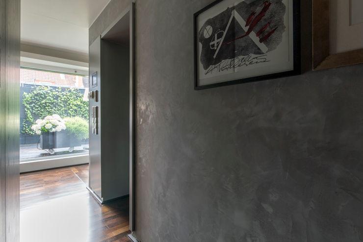 Penthauswohnung Ohlde Interior Design Klassischer Flur, Diele & Treppenhaus Holz Grau