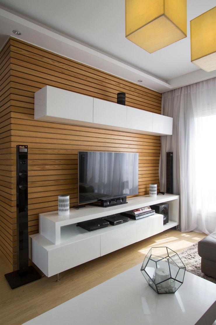 Tv Unit CUBEArchitects Livings de estilo minimalista Acabado en madera
