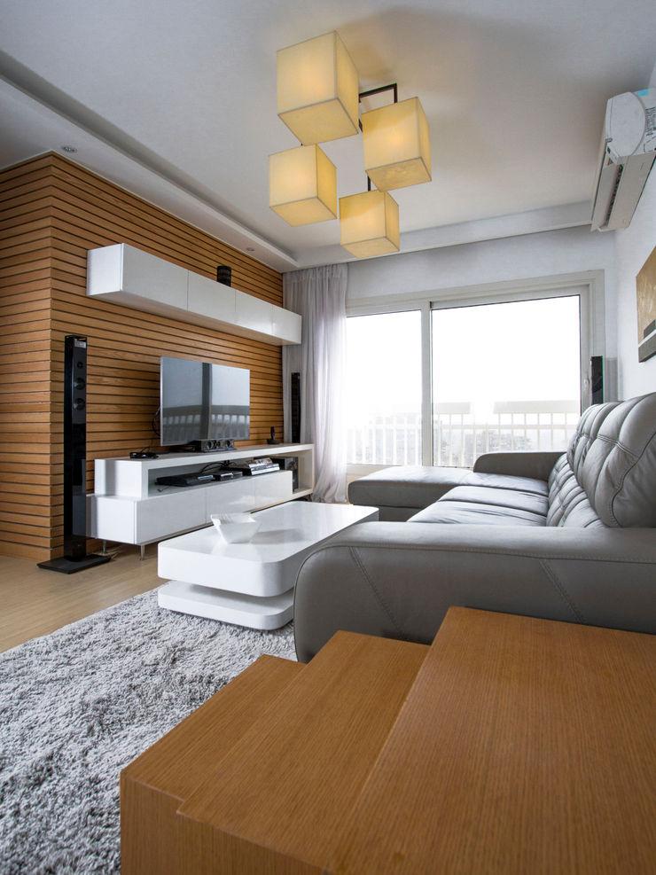 Living Room CUBEArchitects Livings de estilo minimalista Acabado en madera
