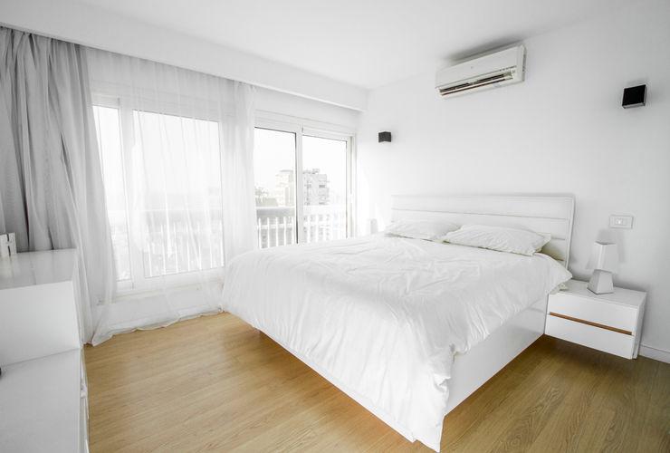 Main Bedroom CUBEArchitects Dormitorios de estilo minimalista Blanco