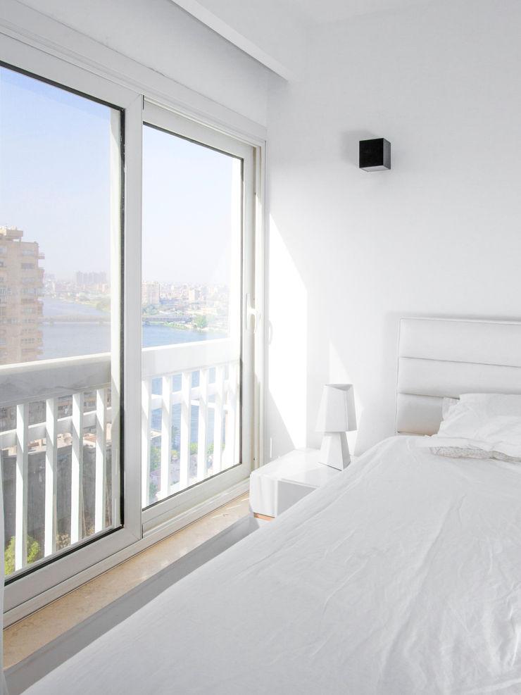Bedroom CUBEArchitects Dormitorios de estilo minimalista Blanco