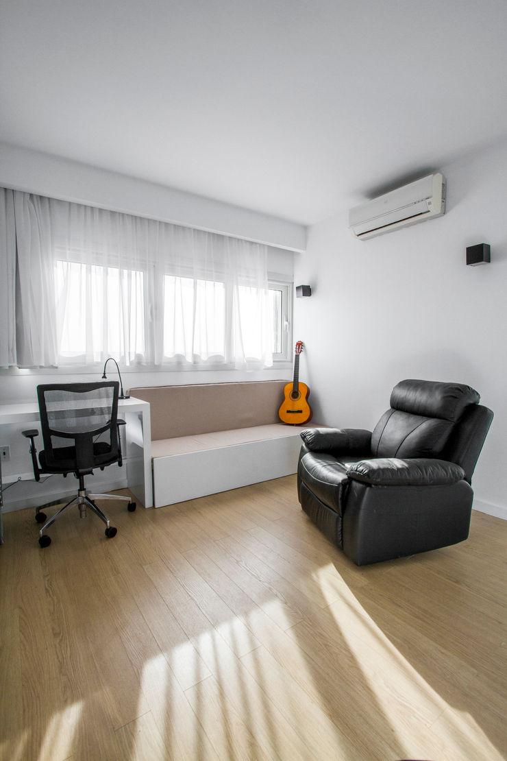 Study - Bedroom CUBEArchitects Estudios y bibliotecas de estilo minimalista Madera Blanco