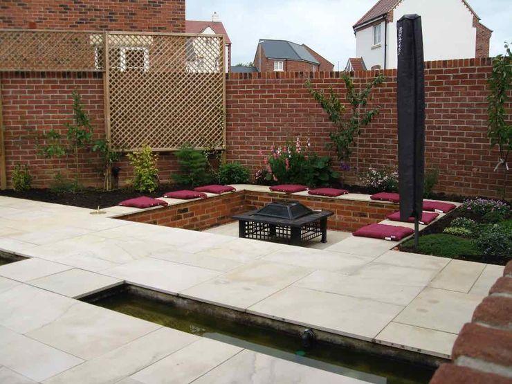 View from dining area to firepit Jane Harries Garden Designs Moderner Garten