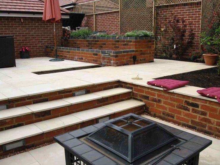 View from firepit to dining area Jane Harries Garden Designs Moderner Garten Stein