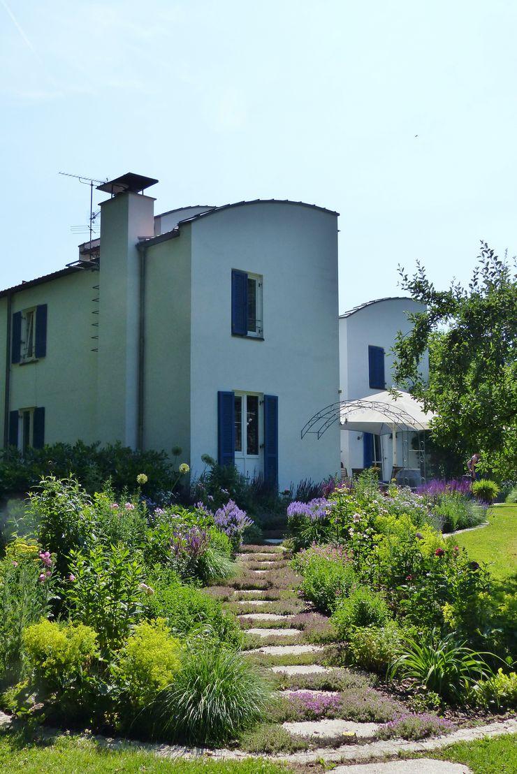 der Rosengarten an der Westseite des Hauses KAISER + KAISER - Visionen für Freiräume GbR Garten im Landhausstil