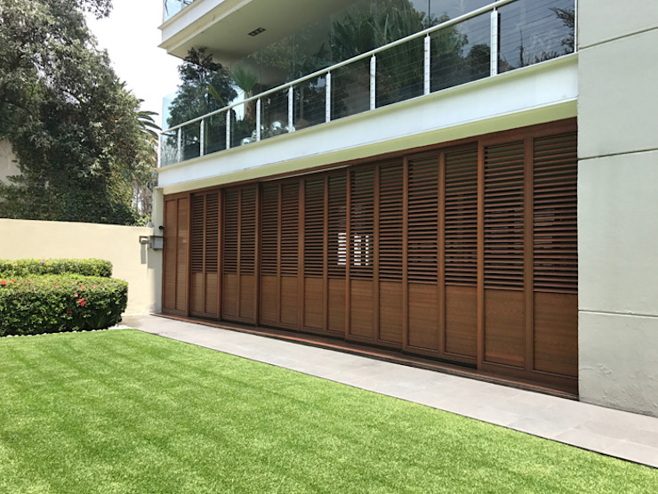 homify Windows & doors Doors Aluminium/Zinc Wood effect