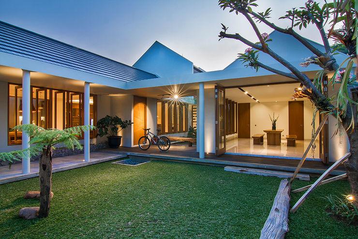 e.Re studio architects Balcones y terrazas de estilo moderno