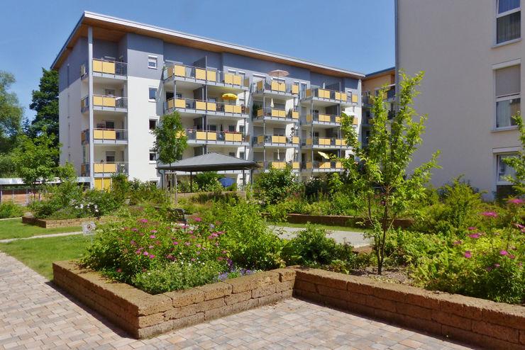 Innenhof - die Hochbeete wurden mit Tuffsteinquadern gebaut KAISER + KAISER - Visionen für Freiräume GbR GartenPflanzen und Blumen