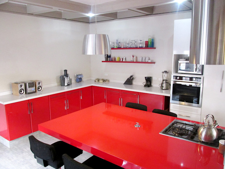 Cocina minimalista, sin muebles murales. ABS Diseños & Muebles CocinaEstanterías y gavetas Cuarzo Rojo