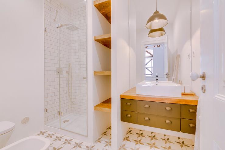 Ivo Santos Multimédia 現代浴室設計點子、靈感&圖片