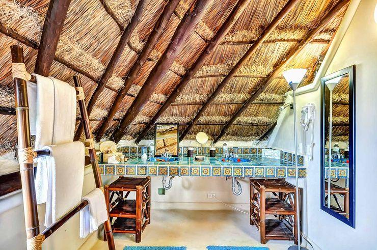 Cabaña style construction DHI Arquitectos y Constructores de la Riviera Maya Baños rústicos