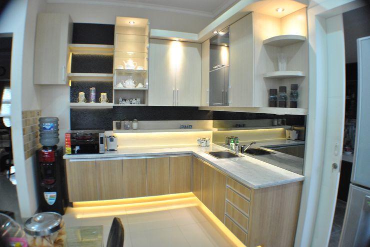 Kitchen Set Anantawikrama Studio KitchenCabinets & shelves Kayu Lapis