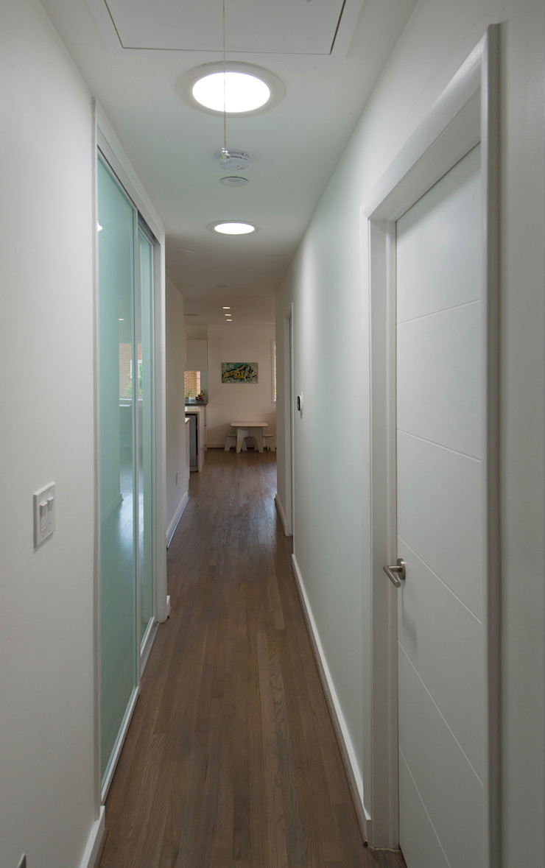 Courtyard House ARCHI-TEXTUAL, PLLC Modern Corridor, Hallway and Staircase