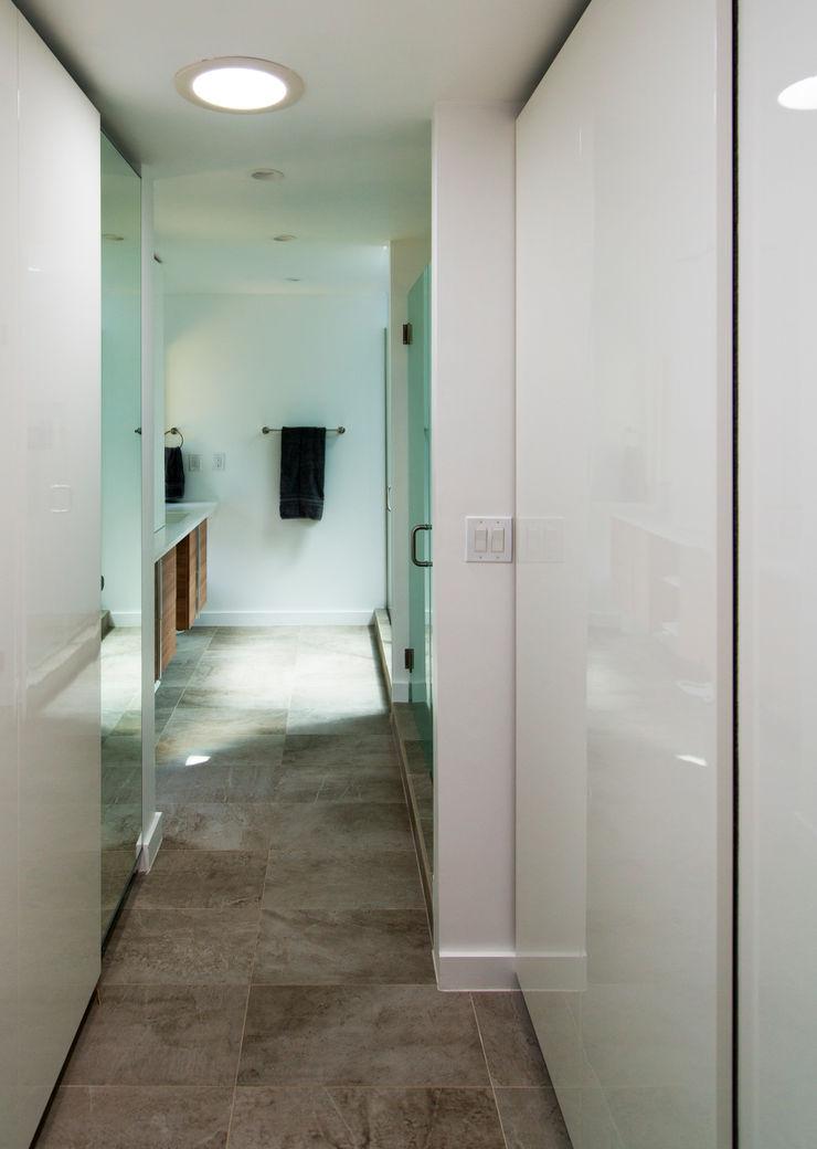 Courtyard House ARCHI-TEXTUAL, PLLC Modern Bathroom