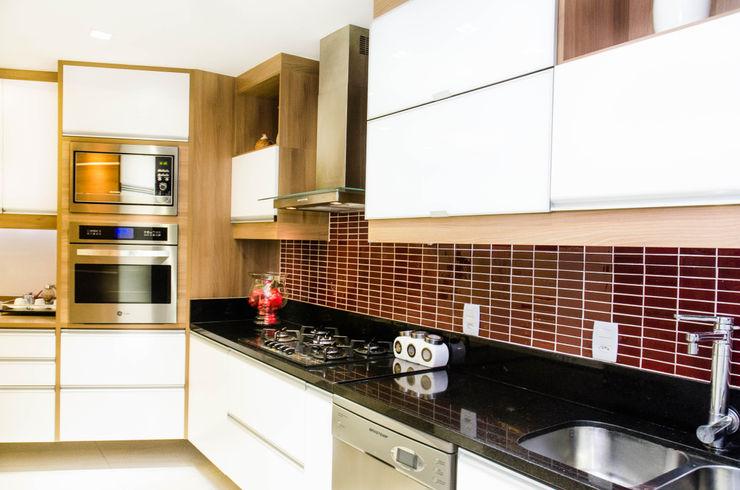 Studio Prima Arq & Design Unit dapur Red