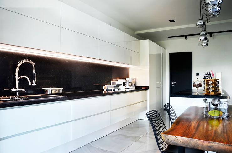 Arte FABBRO KitchenCabinets & shelves Kayu White