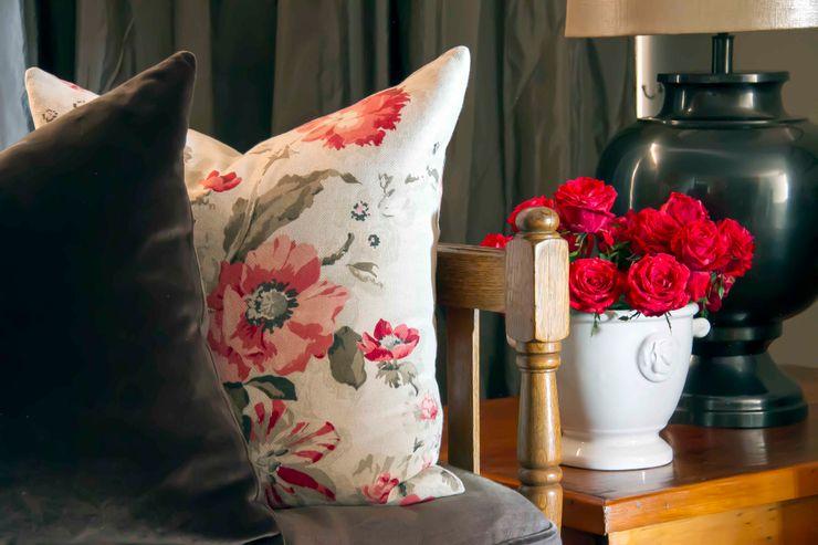 House Couture Interior Design Studio Living roomAccessories & decoration