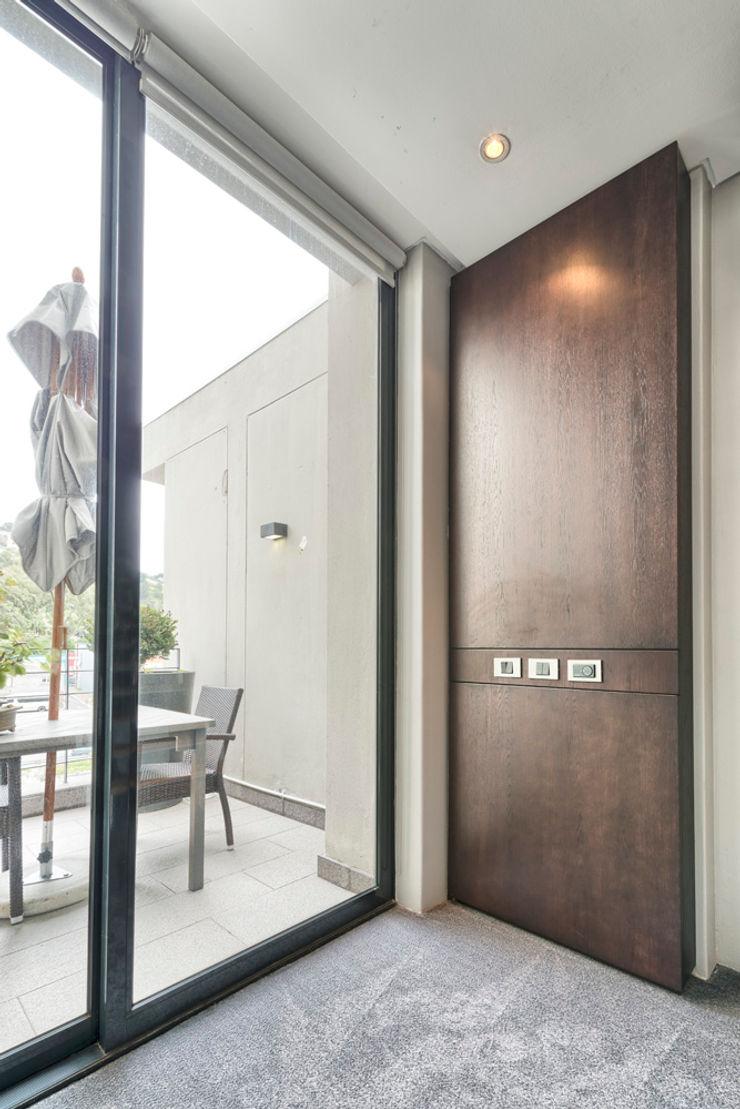 House Couture Interior Design Studio Corridor, hallway & stairs Storage