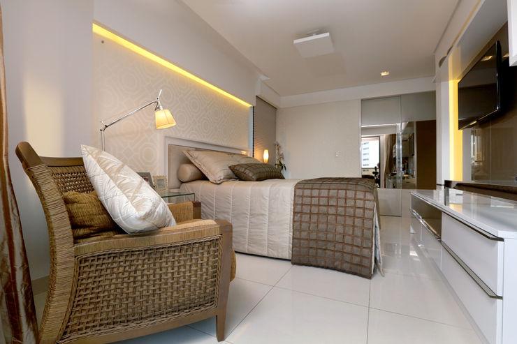 Quarto casal Danielle Valente Arquitetura e Interiores Quartos modernos