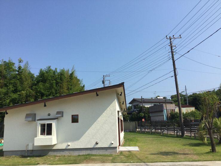 tai_tai STUDIO Rumah Gaya Rustic White