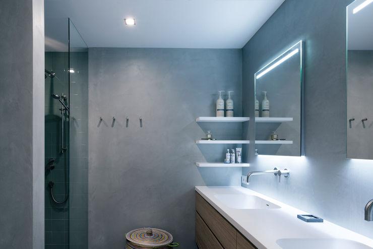 Strak, modern en duurzaam interieur met karakter BNLA architecten Moderne badkamers