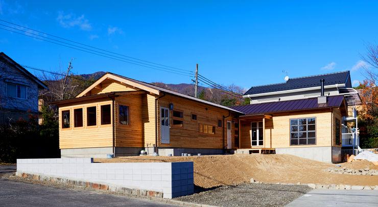 URBAN GEAR Casas de madera Madera Acabado en madera