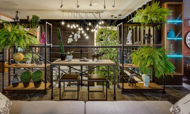 LOFT INDUSTRIAL DA BIÓLOGA Estúdio Pantarolli Miranda - Arquitetura, Design e Arte Salas de estar industriais